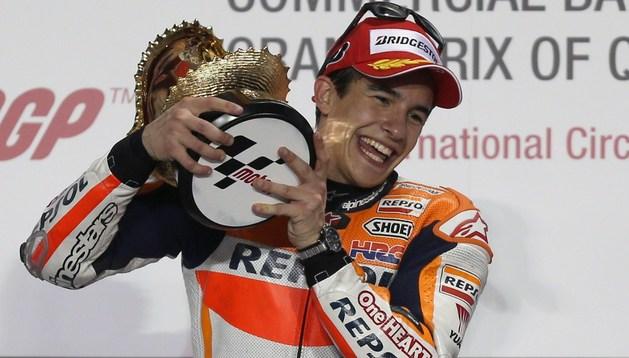Marc Márquez celebra su victoria en el GP de Catar