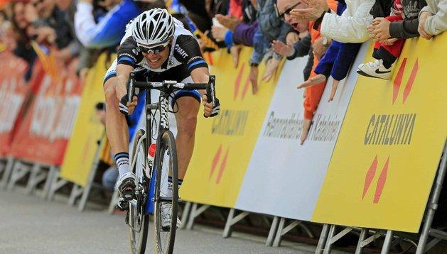 Mezgec gana en Calella  y se enfunda el primer maillot de líder