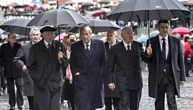 Los exlehendakaris Ibarretxe, Garaikoetxea, Ardanza y López, a su llegada al funeral en memoria del alcalde de Bilbao, Iñaki Azkuna