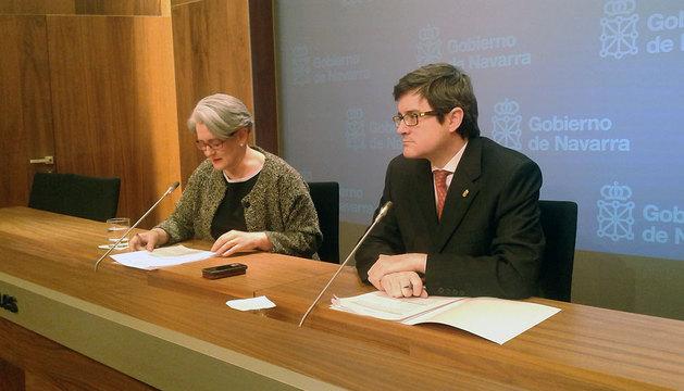 Lourdes Goicoechea y José Iribas, este lunes en la presentación del programa de acreditación de competencias profesionales.