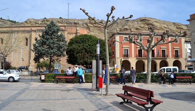 El Paseo de Lodosa y a la derecha el ayuntamiento de la localidad ribera