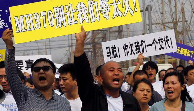 Protesta de familiares de desaparecidos en el avión de Malasian Airlines