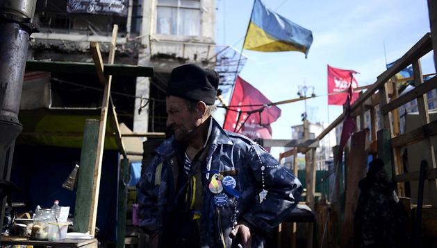 Un hombre ucraniano, fotografiado en la plaza de la Independencia de Kiev, Ucrania