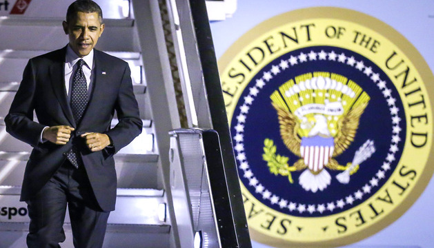 Barack Obama en su gira europea en el Air Force One