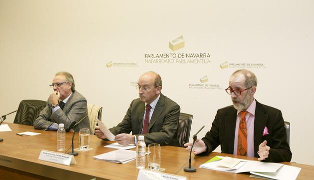 De izquierda a derecha: Miguel Sanz, Juan Cruz Alli y Fernando de la Hucha.