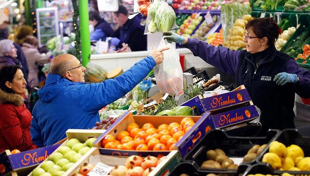 Ahora, la fruta y verdura solo se muestra en el interior, como en esta imagen del mercando del Ensanche