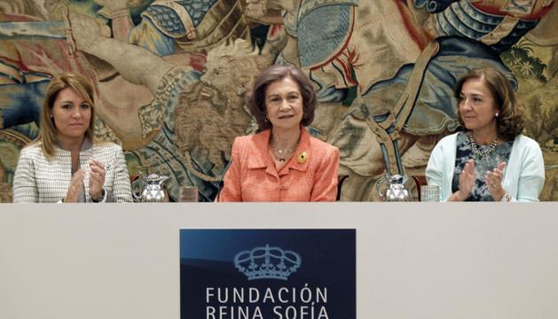 La Reina, acompañada de las secretarias de Estado de Investigación, Desarrollo e Innovación, Carmen Vela, y de Igualdad, Susana Camarero.