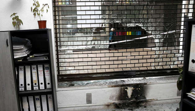 Destrozos provocados en una ETT de Iturrama atacada por cócteles molotov