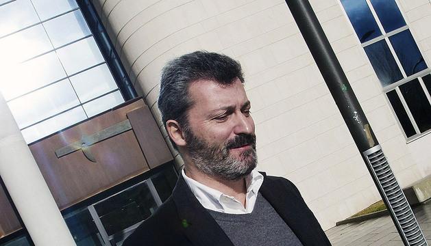 El exdiputado del PP Santiago Cervera sale del Pacio de Justicia de Pamplona tras declarar durante casi hora y media ante el juez el pasado mes de enero