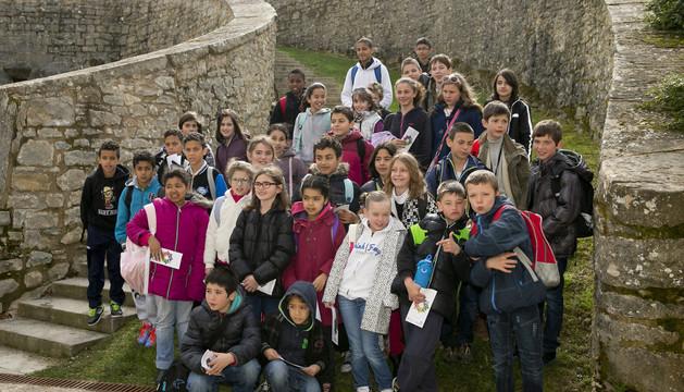 Alumnos de la Escuela Elemental Brana, de Bayona.
