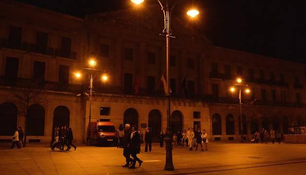 Varios de los edificios más emblemáticos de la Comunidad foral apagaron sus luces en sintonía con el resto del mundo