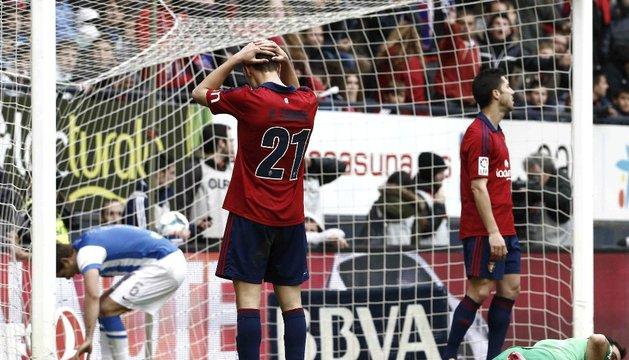 Roberto Torres y Cejudo se lamentan tras desperdiciar una ocasión