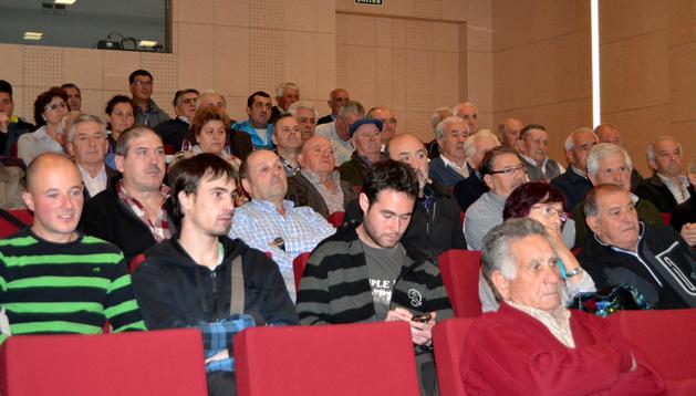 Alrededor de un centenar de asistentes acudieron a la charla promovida por el Ateneo