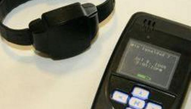 Un ejemplo de pulsera antimaltrato