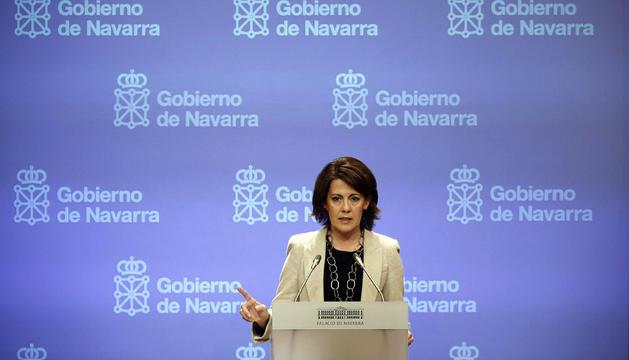 La presidenta del Gobierno de Navarra, Yolanda Barcina, durante la conferencia de prensa tras el consejo semanal de Gobierno, adelantado en su sesión habitual de los miércoles