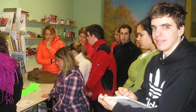 Los alumnos del colegio El Molino, en el taller de Araitz Urbeltz.