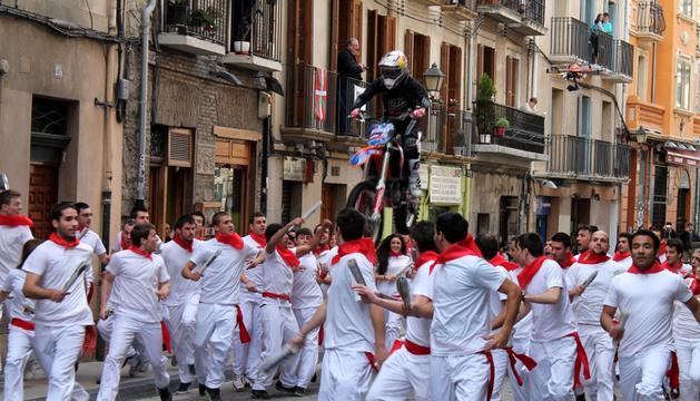Rodaje del spot de Red Bull en la cuesta de Santo Domingo.