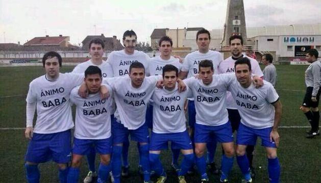 Los jugadores del Cirbonero, con las camisetas de apoyo a Babá
