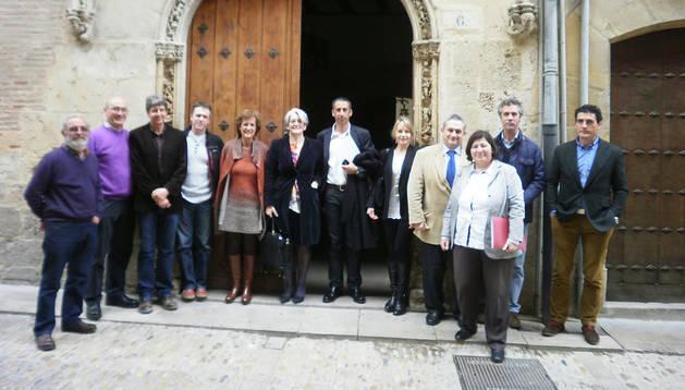 Goicoechea y los miembros de Laseme en Estella