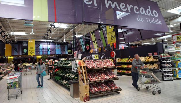 Imagen de una de las nuevas zonas de productos frescos instaladas en el hipermercado Eroski de Tudela