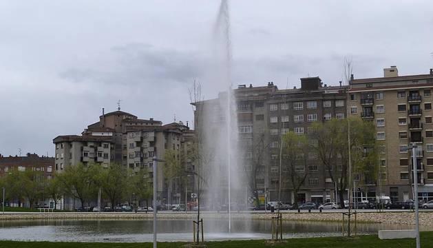 Los más de 37.000 m² del parque de Arrosadía ya han abierto sus puertas. La inauguración ha tenido lugar este miércoles por la mañana, a la que han asistido, entre otros, el alcalde de Pamplona, Enrique Maya.