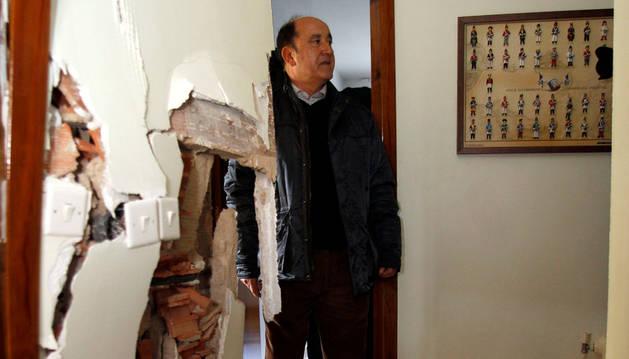 Destrozos en una de las casas de Lasaitasuna por el deslizamiento