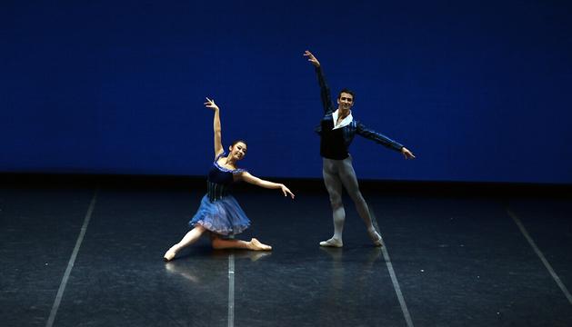 Dos bailarines de la Compañía