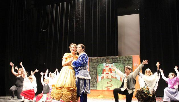 Un momento del musical que protagonizó el grupo infantil de la Revista Mallonera en Milagro