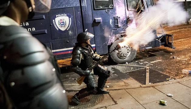 La policía venezolana repele a los manifestantes