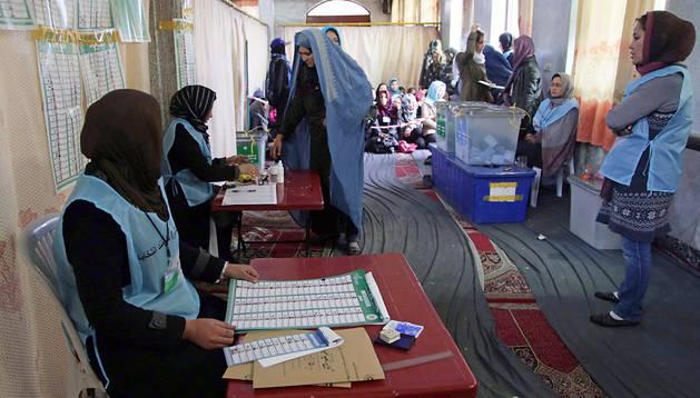 Un colegio electoral en Afganistán