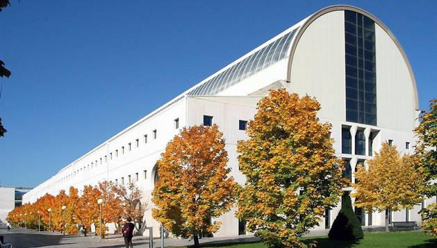 Edificio de la biblioteca de la UPNA