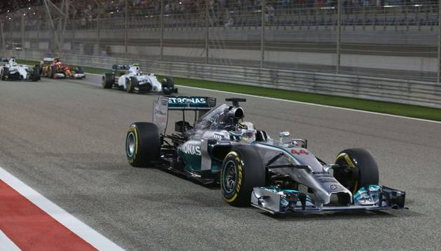 Hamilton, en el circuito de Baréin