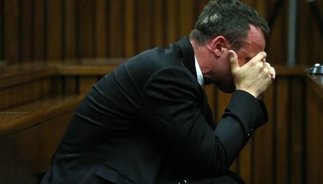 Pistorius pide perdón por la muerte de su novia