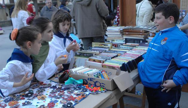 Un grupo de jóvenes colaboradoras en el Txaparrón Solidario