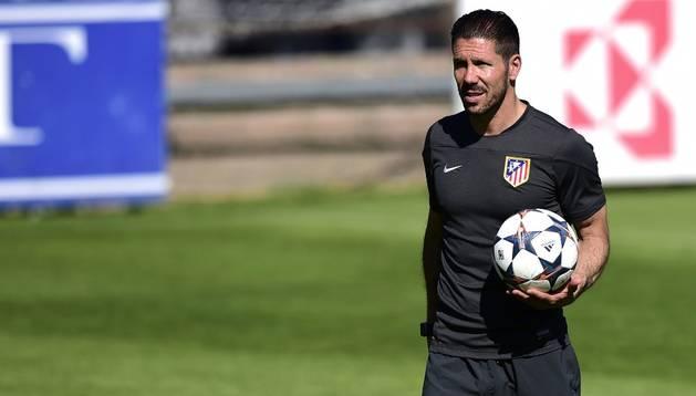 Diego Pablo Simeone, en el entrenamiento del Atlético