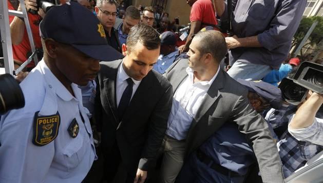 Pistorius, al salir del Tribunal Superior de Pretoria