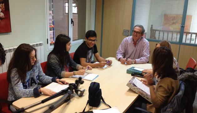 Los estudiantes del IES EGA que participan en el concurso.