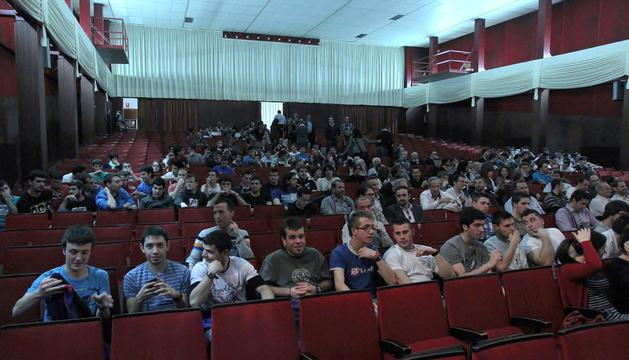 Alumnos de Salesianos, en la charla que impartieron ayer Manuel Torres y Carlos Barrabés.