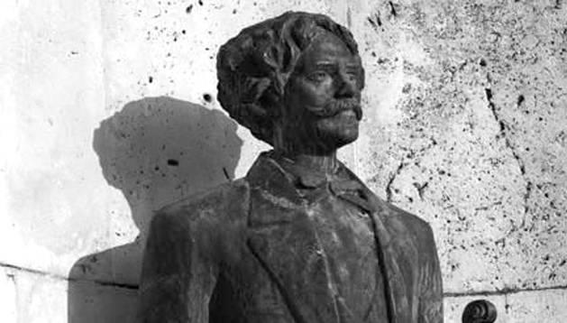 Monumento a Pablo Sarasate en Pamplona