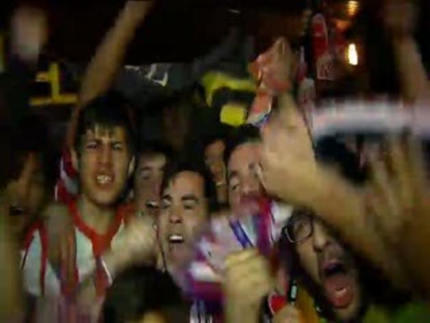 Euforia entre los aficionados del Atlético tras su pase a semifinales de la Champions