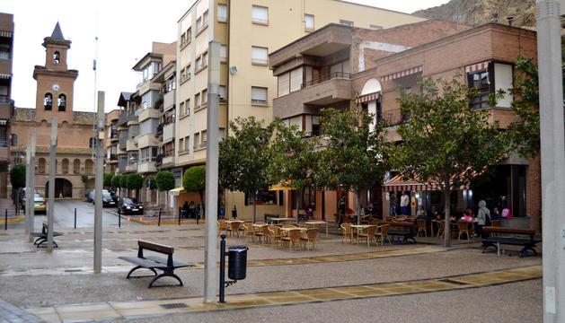 Plaza del Salvador (al fondo), desde la plaza de Los Fueros