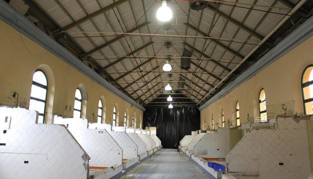 En esta planta, donde ya se han derribado los puestos, estará la sala de conciertos.
