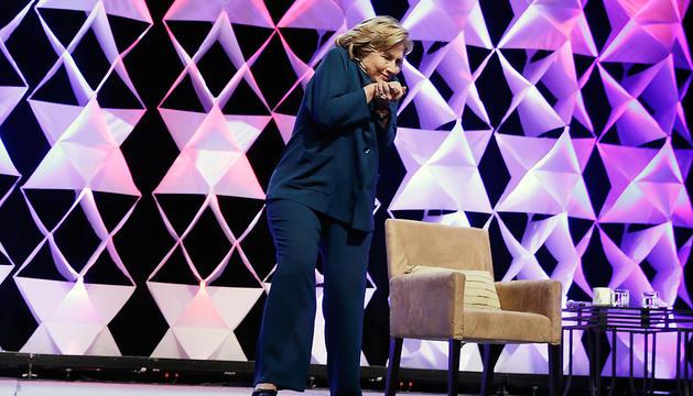 Hillary Clinton se tomó con buen humor el zapatazo