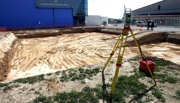 Una imagen del terreno ya explanado donde se va a construir el cuartel.