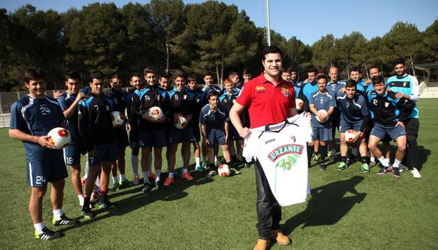 Calahorra, con las entradas y el presidente del club, Jesús Miranda