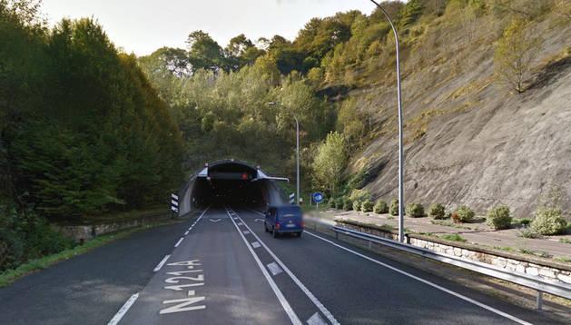 El suceso tuvo lugar hacia las 13.43 horas en el interior del túnel, cerca de la boca Norte.