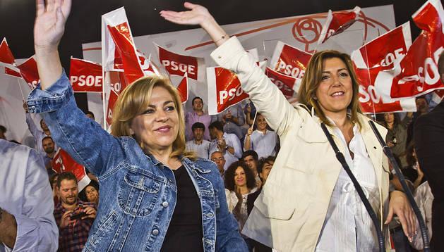 La presidenta de Andalucía, Susana Díaz (dcha.), durante un acto electoral este viernes en Huelva junto a Elena Valenciano