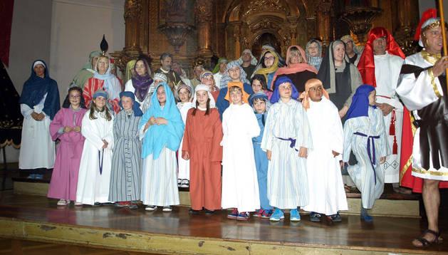 Los vecinos de Arguedas que escenificaron la Pasión en la iglesia parroquial de San Esteban