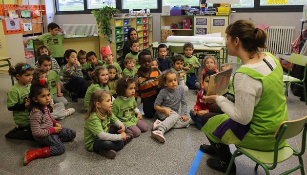 Un grupo de escolares en una de las aulas del edificio que destinan a Infantil en el colegio público de Sarriguren