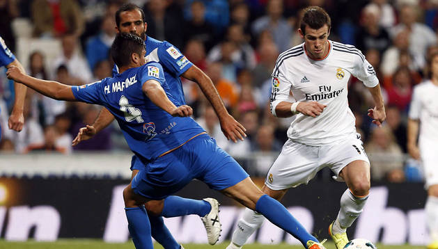Bale se escapa de Hans Martínez